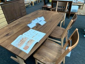 インテリアサミットのテーブル