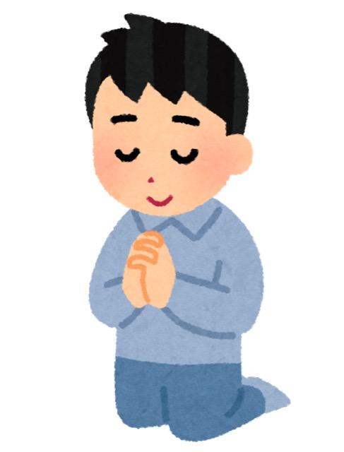 祈りを捧げる男性