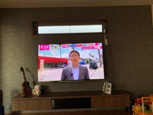 スタイリッシュな壁掛けテレビ