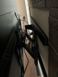 壁掛けテレビのアーム取り付け