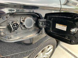 EV充電のプラグ差し込み口