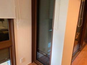 小さい窓のシャッター